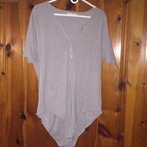 Gray cotton v-neck button up bodysuit